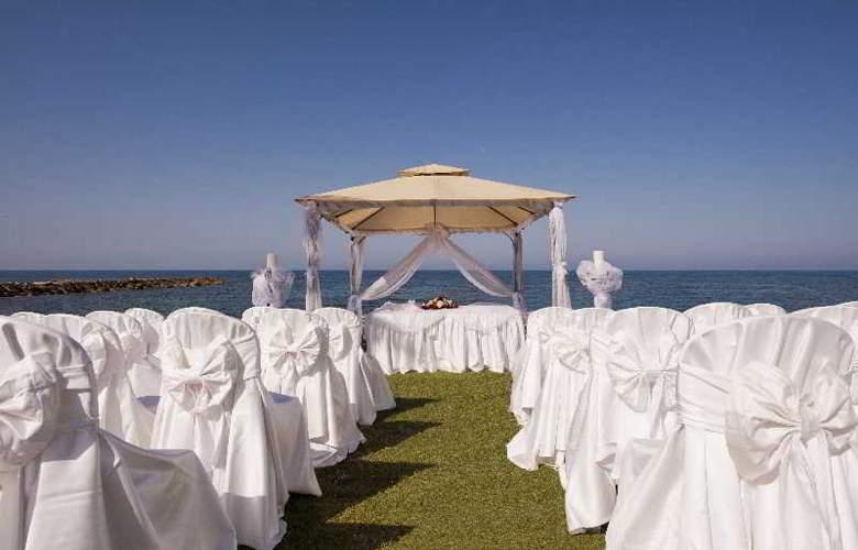 Constantinou Bros Athena Beach Hotel - Sport - 11