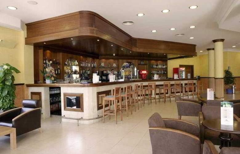 Paradise Club & Spa - Bar - 4