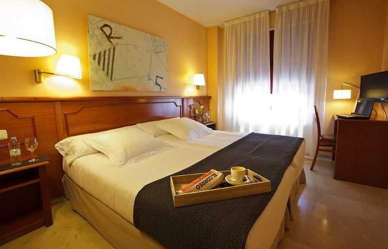 Pamplona Plaza - Room - 18