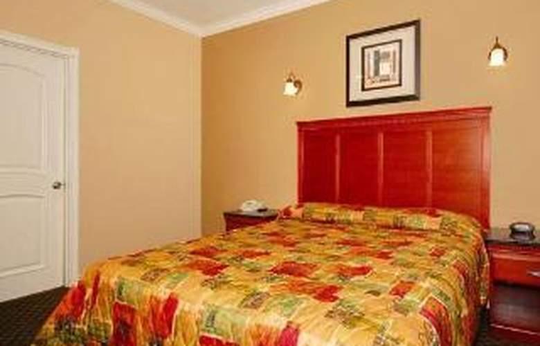 Rodeway Inn & Suites - Room - 3
