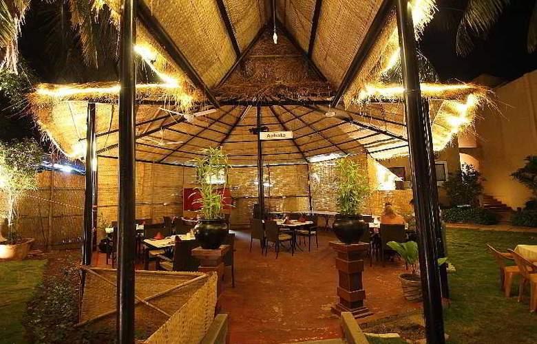 Whispering Palms Beach Resort - Restaurant - 16