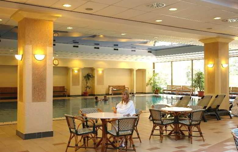 Danubius Grand Hotel Margitsziget - Pool - 8