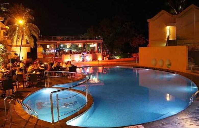 Whispering Palms Beach Resort - Pool - 11