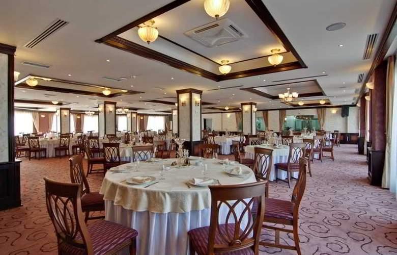 DoubleTree by Hilton Sighisoara - Cavaler - Restaurant - 3