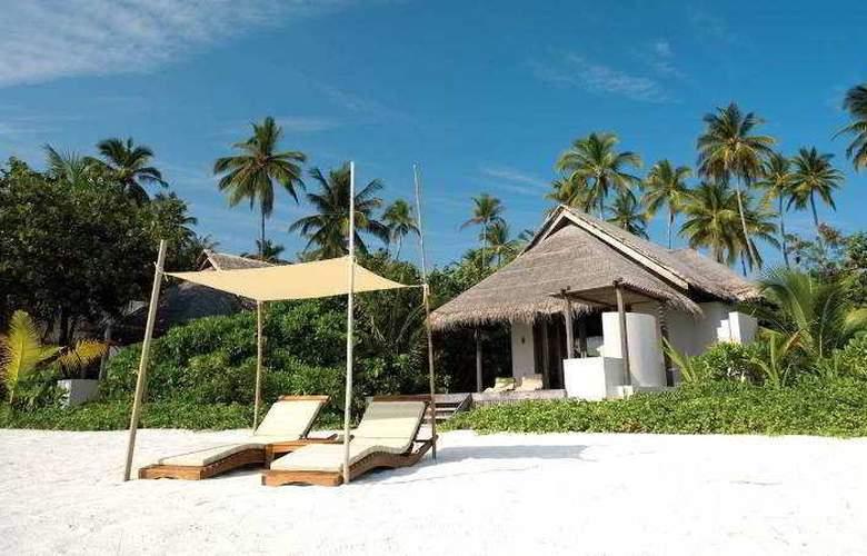Coco Bodu Hithi - Beach - 20