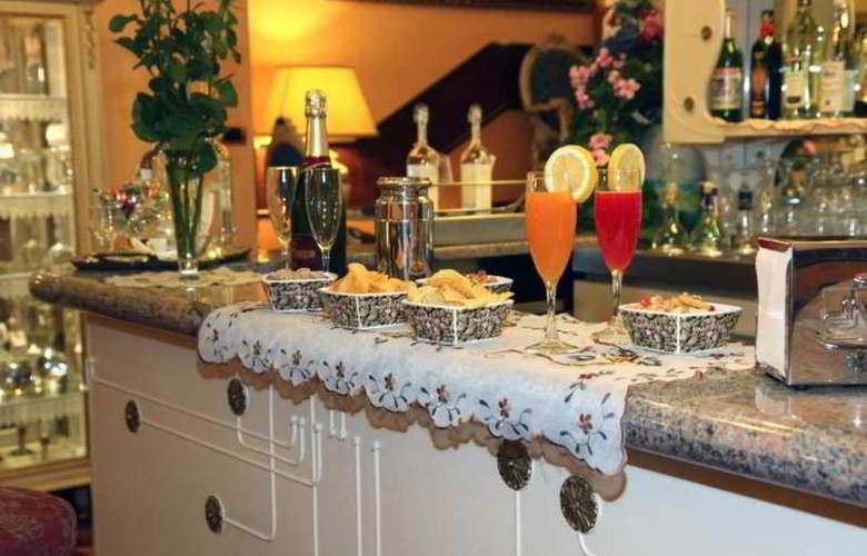 King - Mokinba Hotels - Bar - 6