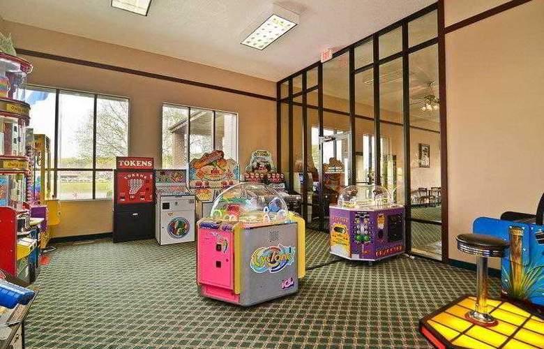 Best Western Ambassador Inn & Suites - Hotel - 8