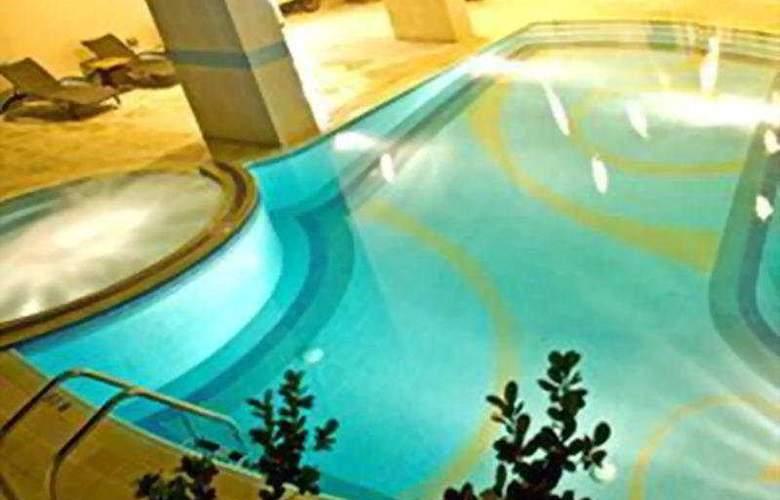 Flora Creek - Pool - 6