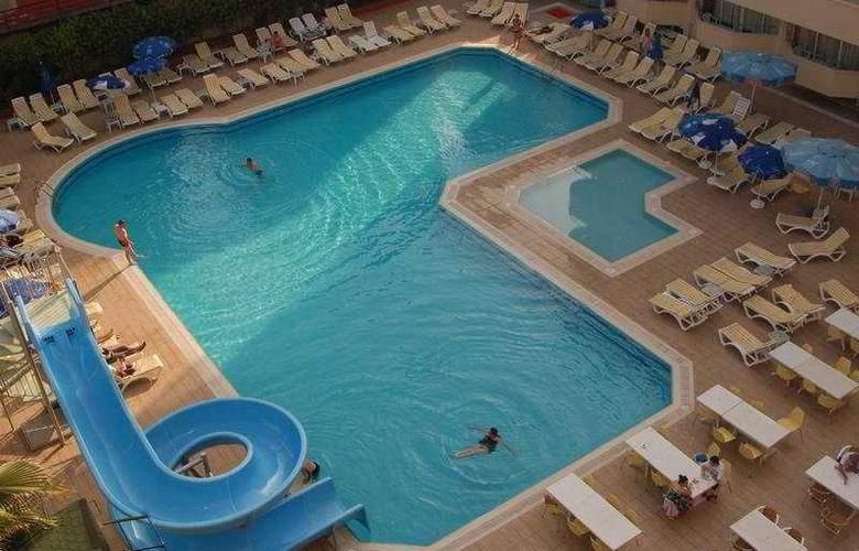Avena Resort & Spa Hotel - Pool - 5