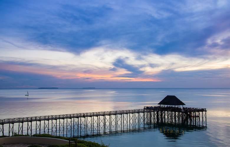Sea Cliff Resort & Spa - Beach - 15
