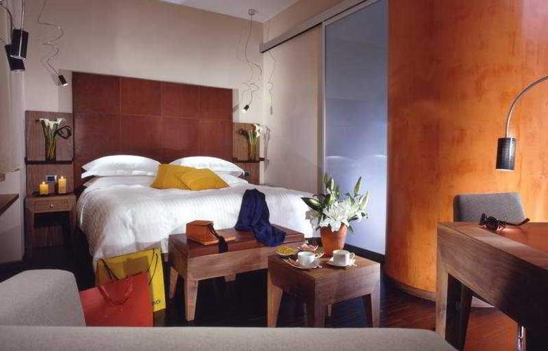 Art by the Spanish Steps - Room - 6