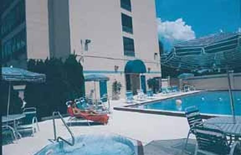Comfort Inn Orlando North - Pool - 4