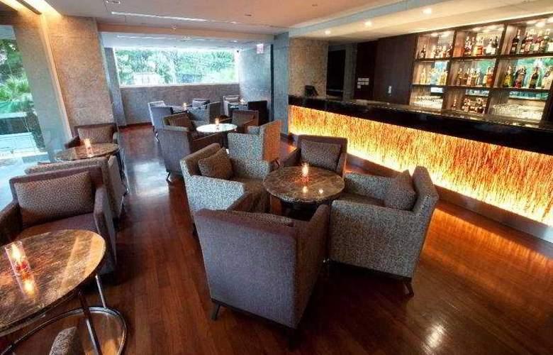 Ramada Hotel & Suites - Bar - 6