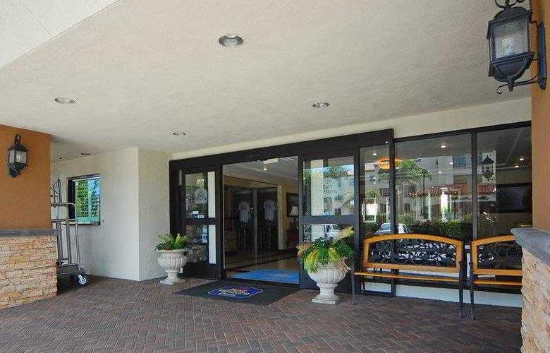 Best Western Plus Orange County Airport North - Hotel - 29