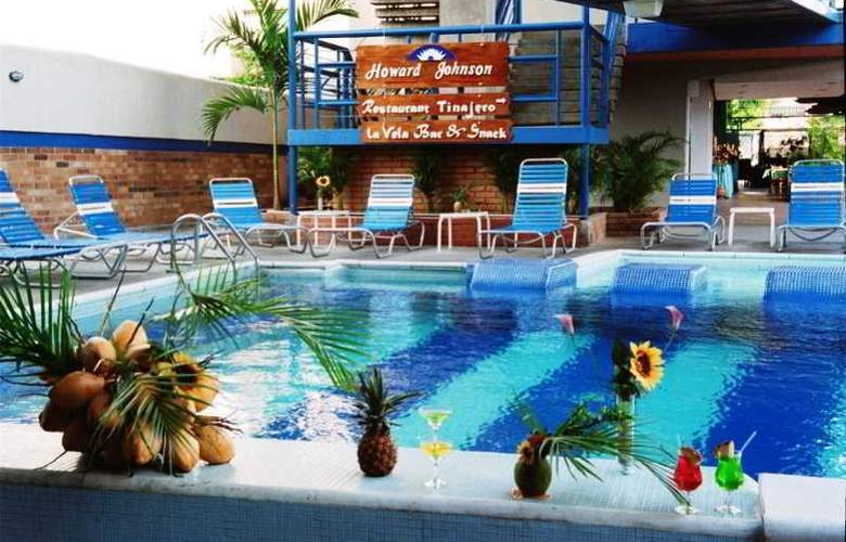 Howard Johnson Tinajeros - Pool - 2
