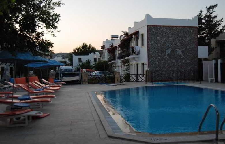 Eris Hotel - Pool - 2