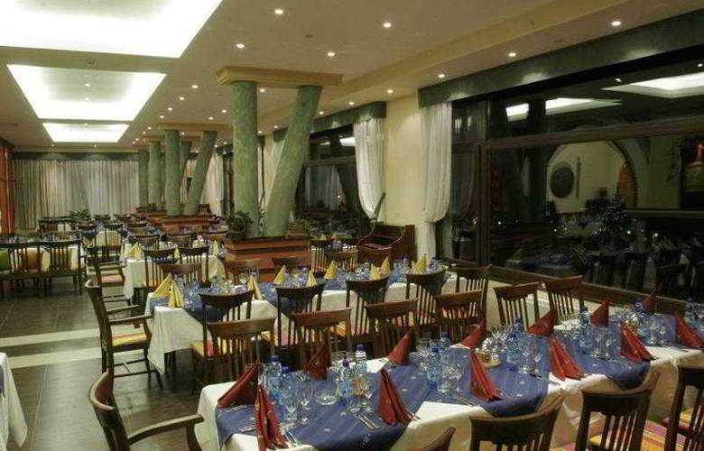 Yantra Grand Hotel -Sharlopov Hotels - Restaurant - 5