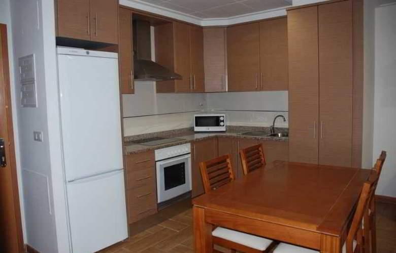 Apartamentos Avenida de Valencia - Room - 4