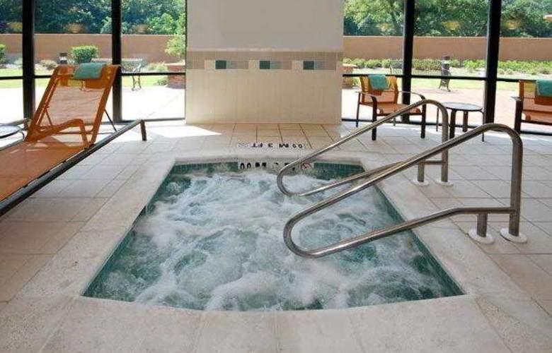 Courtyard Vicksburg - Hotel - 14