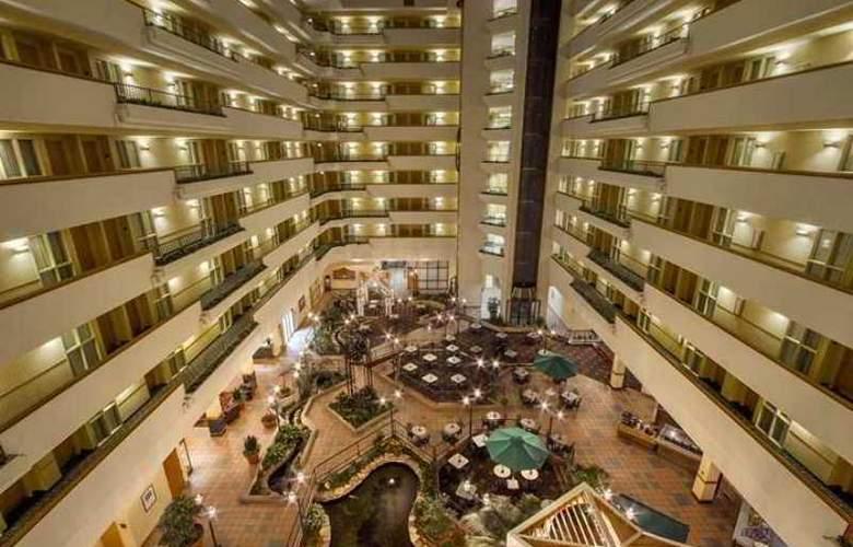 Embassy Suites Greenville Golf Resort - Hotel - 1