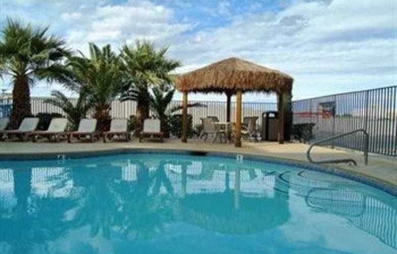 Best Western Orlando East Inn & Suites - Pool - 10