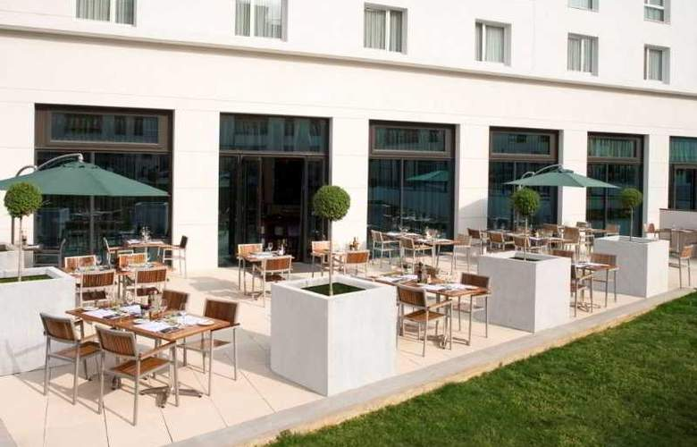 Courtyard by Marriott Paris Saint Denis - Terrace - 5