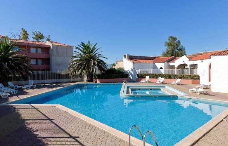 Cela Caet Residence Jamaica - Pool - 3