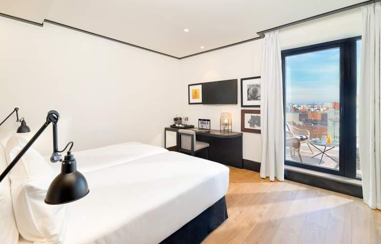H10 Puerta de Alcalá - Room - 1