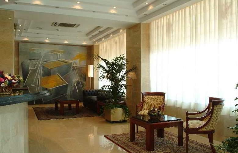 Gran Legazpi - Hotel - 0