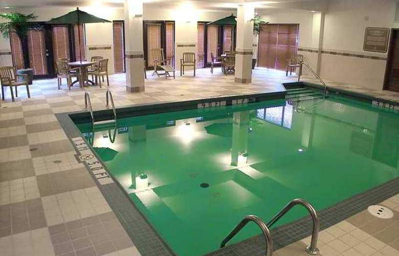 Hampton Inn & Suites Montreal - Hotel - 13