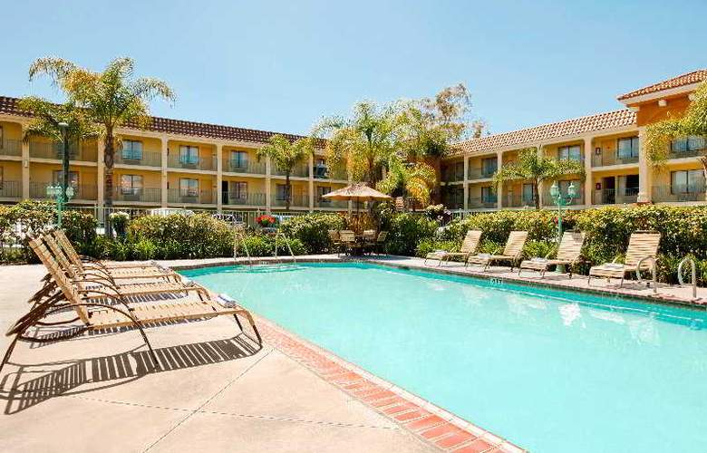 Cortona Inn & Suites Anaheim Resort - Pool - 7