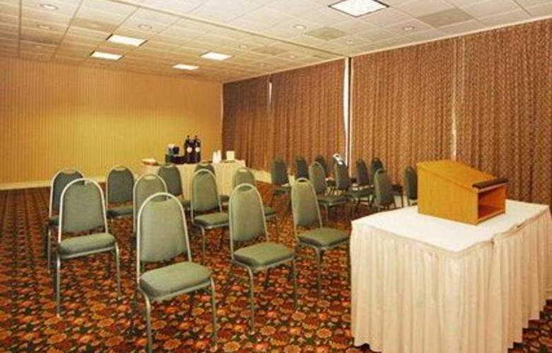 Econo Lodge Inn & Suites - Conference - 9