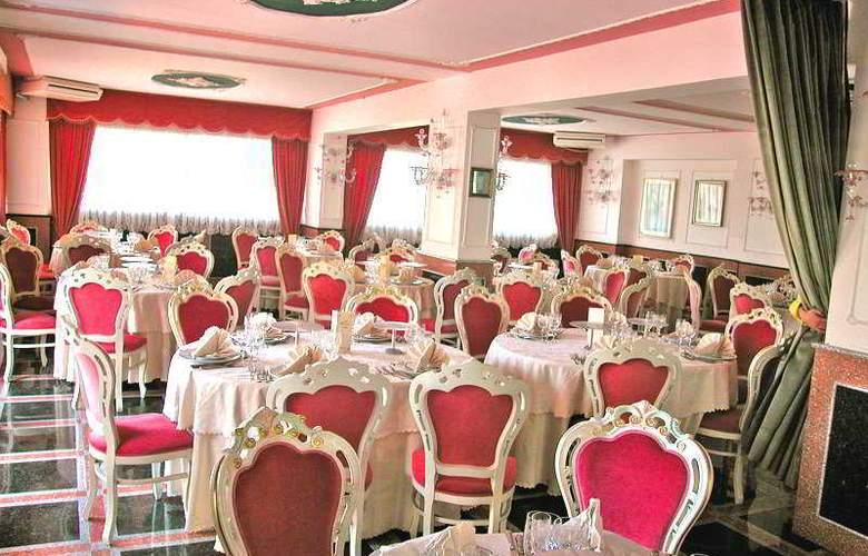 President Hotel - Restaurant - 10