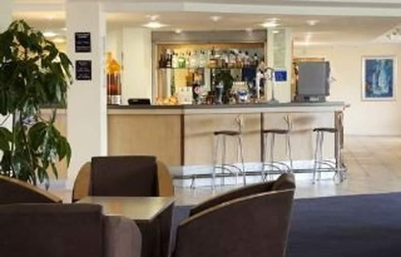 Holiday Inn Express Cardiff Airport - Bar - 3