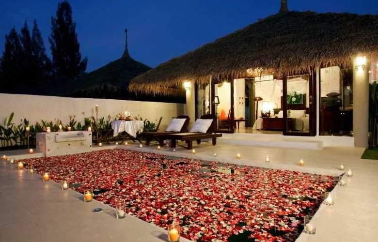Dhevan Dara Resort & Spa - Pool - 10