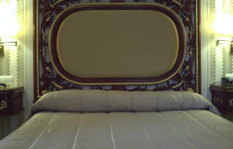 Adriano - Room - 13