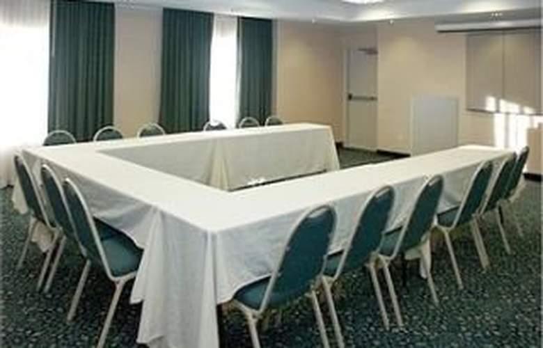 La Quinta Inn & Suites Dallas/North Central - Conference - 7