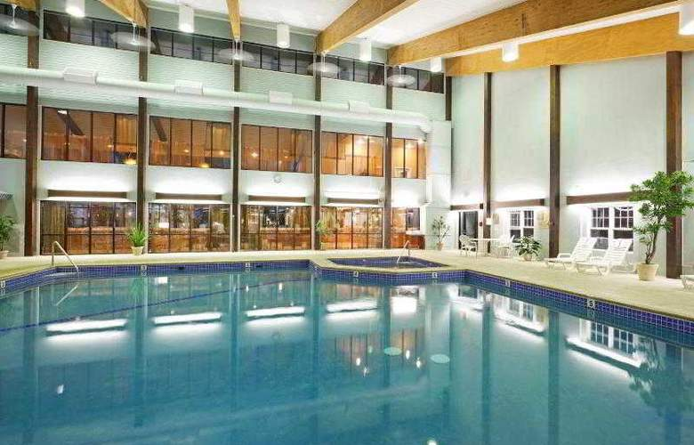Holiday Inn Cape Cod-Hyannis - Pool - 18