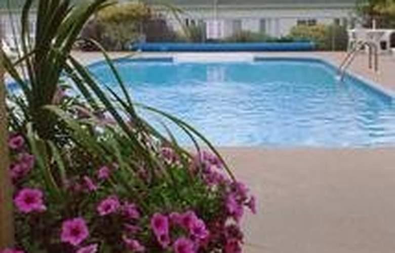 Au Pied Du Mont Sainte Anne Condos - Pool - 6