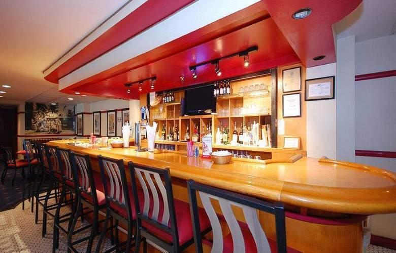 Best Western Rosslyn/Iwo Jima - Restaurant - 58