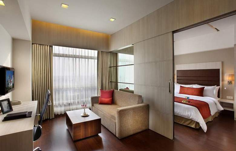 Mahagun Sarovar Portico Suites Ghaziabad - Room - 2