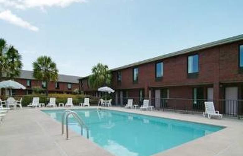 Econo Lodge, Florence - Pool - 5
