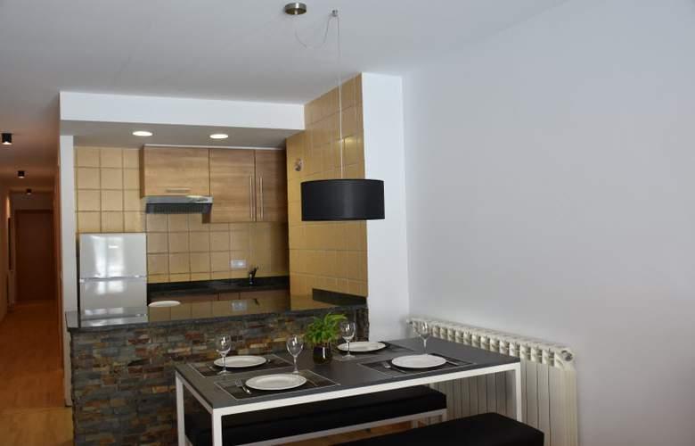 Apartamentos Segle XX - Room - 4