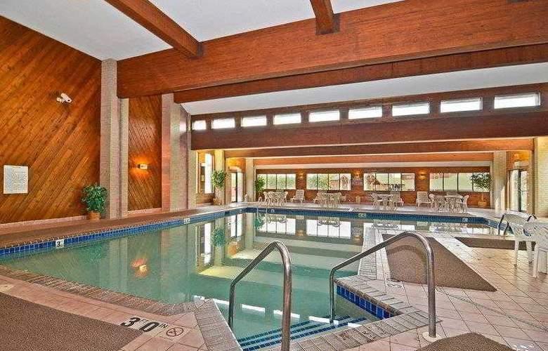 Best Western Ambassador Inn & Suites - Hotel - 18