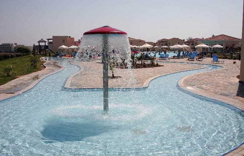 Avanti Village - Pool - 9