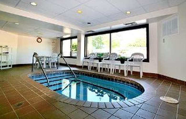 Rodeway Inn & Suites WI Madison-Northeast - Pool - 5