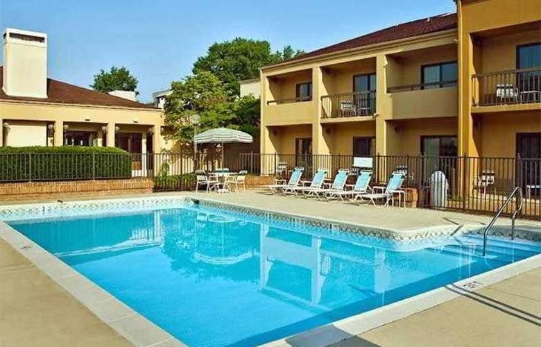 Courtyard Richmond West - Hotel - 1