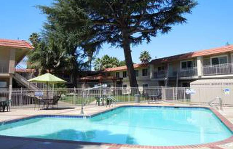 Quality Inn & Suites Thousand Oaks - Pool - 6