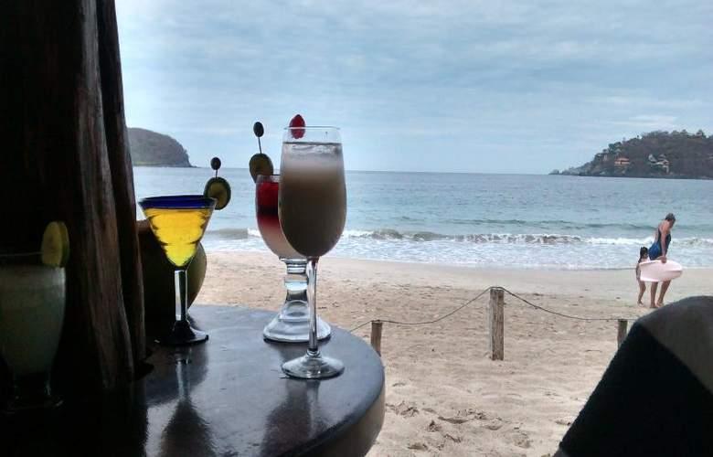 Catalina Beach Resort - Bar - 33
