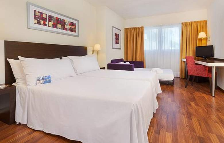 Port Feria Valencia - Room - 10